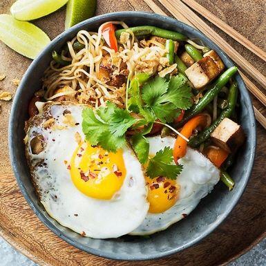 Nudlar med tofu, haricot verts och ägg | Recept ICA.se
