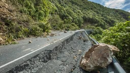 Bill ✔️ Indicative of the minor damage caused to the highway network near Kaikoura, New Zealand by a massive M7.8 earthquake on 14 November 2016. Many pieces of road fared much worse than this! Bill Gibson-Patmore. (curation & caption: @BillGP). Bill✔️