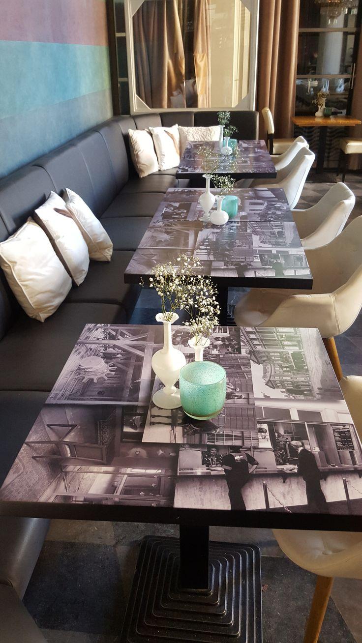 Sfeervolle kussens voor fun en comfort. Mooie mix met de fotobladen. Restyling Wasserman Brasserie naar Vinerie.