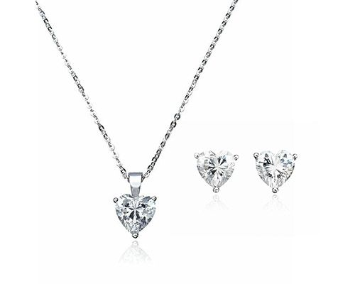 Diamonds are always in style – and while these look like the real thing, they won't cost you a fortune! SHOP NOW for 74% off only on http://chictreat.com!