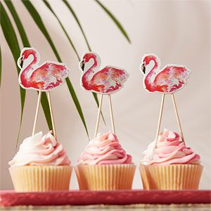 Flamingo cupcakes for a flamingo party theme - perfect for a summer party or barbecue.