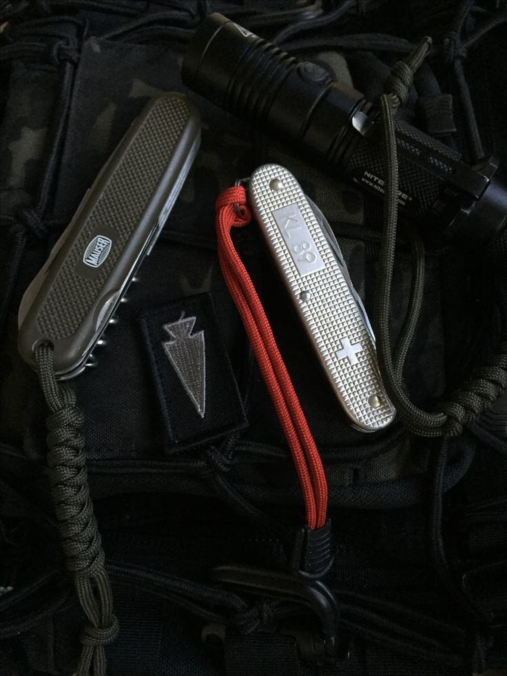 Victorinox, vintage Swiss knives. 'Mauser' & DAK - Dutch Army KL 89