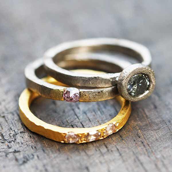 Alliance diamants roses, diamant gris, or jaune et or gris palladié 18K par Esther Assouline pour l'Atelier des BIjoux Créateurs.
