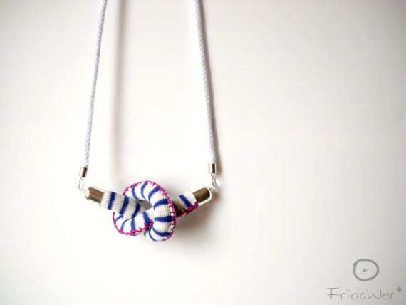 Knot-Long Necklace sautoir in cotton with magenta by FridaWer