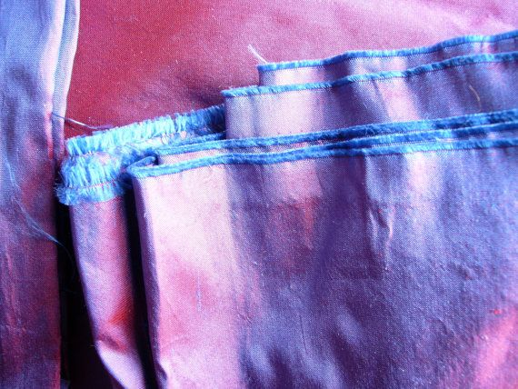 Tourné en soie Dupioni Croix Dye violet par FabricOfTheUniverse