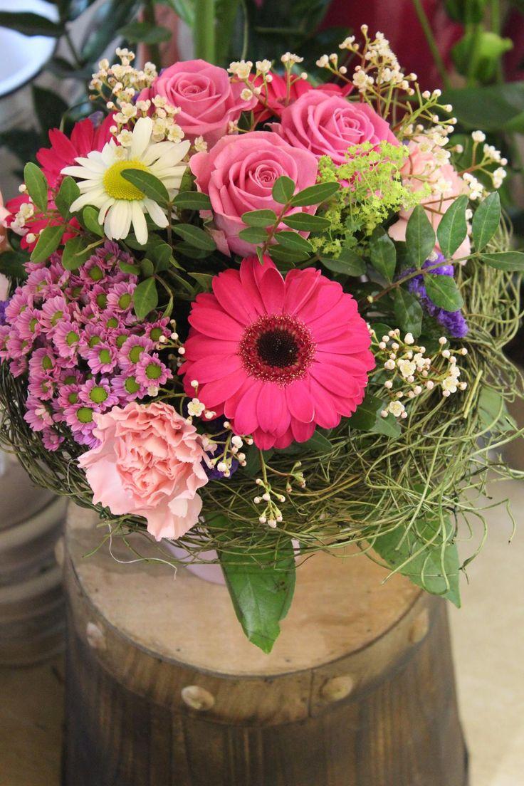 Kytica na donášku, ruže, santiny, klinček, margarétky, alchemilka 25 € http://www.kvetysilvia.sk/donaskova-sluzba/