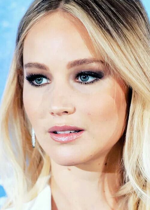 "Jennifer Lawrence at the photocall of ""Passengers"" in Madrid, 2016."