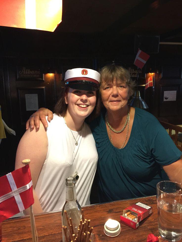 Denize og moster Helle På Jeppes Bodega i Brøndby Strand centeret Onsdag den 22. juni 2016