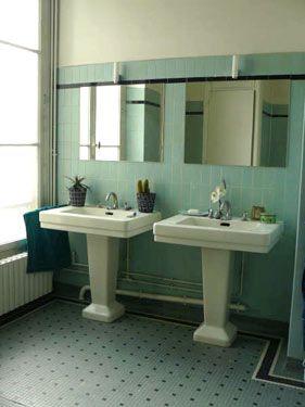 Une salle de bains chic et légèrement rétro                                                                                                                                                                                 Plus
