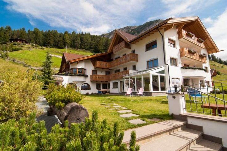 Willkommen Sunela Garni und Apartments mit Wellness in Wolkenstein Gröden Val Gardena, wer Berge liebt, ist hir richtig.
