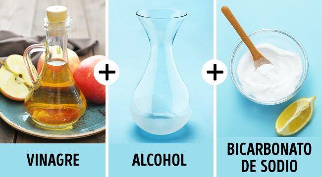 Para que tu bañera luzca como nueva y para eliminar bacterias y suciedad, necesitarás 1/2 taza de vinagre, 1 taza de alcohol y 1/4 de taza de bicarbonato de sodio. Mezcla esto en 4 litros de agua tibia. Aplica a la superficie y deja que haga efecto durante 15 minutos, a continuación, enjuaga. Te sorprenderá lo fácil que se quitará la suciedad.