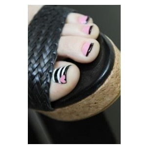 For my next pedi!!  :0)  Oooor....even better....a great idea for when I paint my Beccas toes.  :0)  Mommy daughter time.  <3