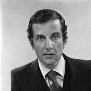 Fred Emmer, hèt gezicht van het NOS journaal - moest stoppen nadat hij een pornoverhaal had geschreven. AL