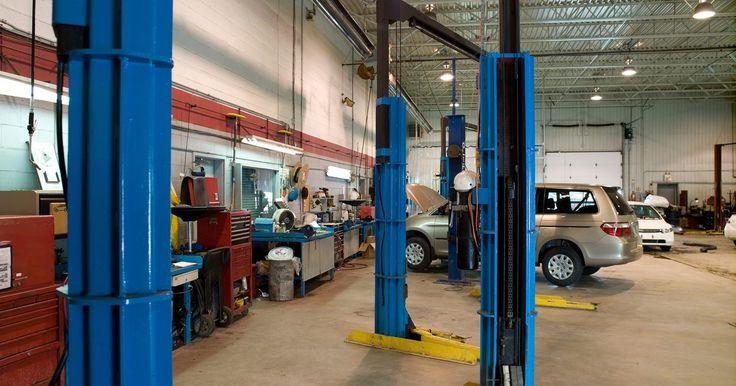 ¿Qué es un elevador hidráulico?. Las tomas hidráulicas son aparatos mecanicos que son utilizados para levantar objetos pesados. La gente podría estar familiarizada con las tomas hidráulicas ya que son usadas para levantar automóviles para cambiar una rueda. Varias industras usan tomas hidráulicas para levantar aviones, autos de carreras y camionetas.