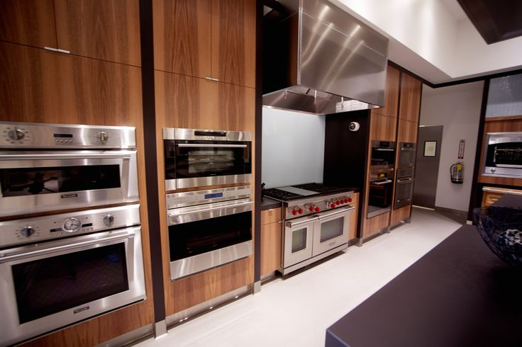 Demonstration ovens in savor kitchen at pirch utc pirch for Pirch atlanta
