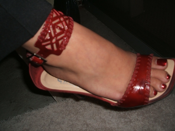 Linda's toes and shoes