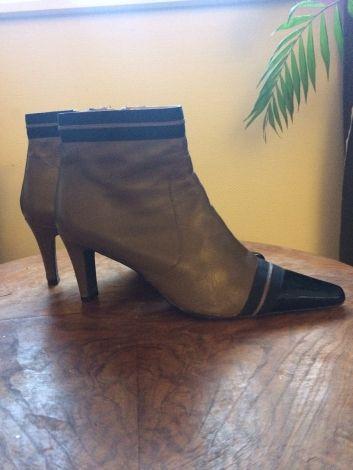 Je viens de mettre en vente cet article  : Bottines & low boots à talons Heyraud 31,00 € http://www.videdressing.com/bottines-low-boots-a-talons/heyraud/p-6013999.html?utm_source=pinterest&utm_medium=pinterest_share&utm_campaign=FR_Femme_Chaussures_Bottines+%26+low+boots_6013999_pinterest_share