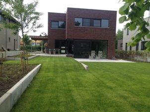 Strak tuinontwerp / Modern / Beton element / buitentrap / Megatagels / Tuinontwerp Axis Tuinarchitectuur
