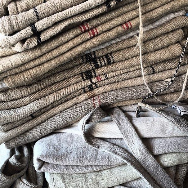 @antiquebuyingtripsinhungary you find the most amazing #linen collections