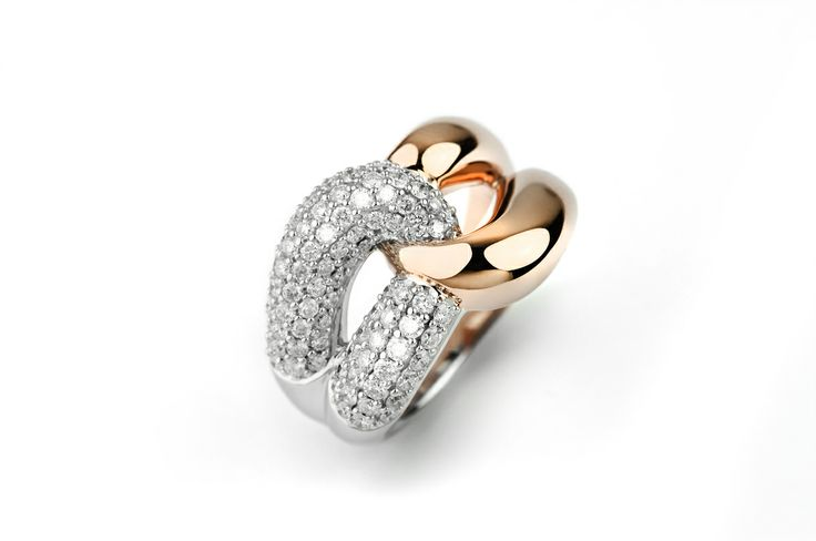 Linked ring with pave diamonds, white and rose gold.  #facetbarcelona #rosegold #diamond