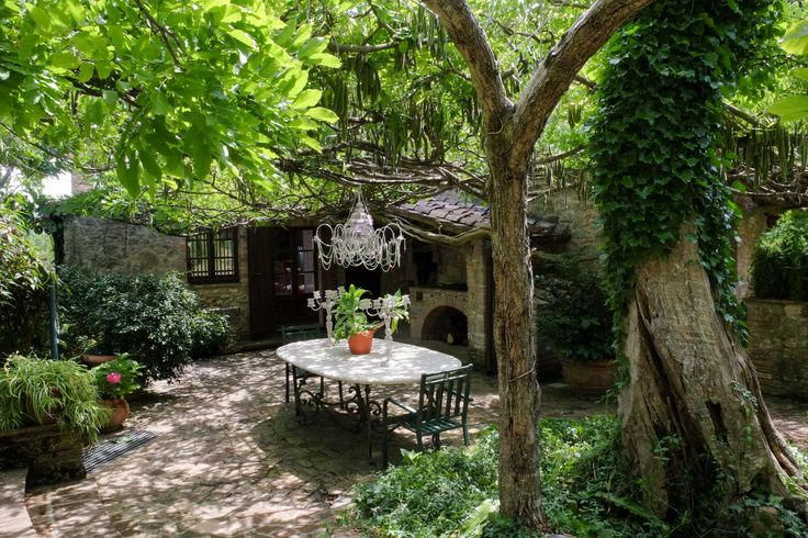 The 32-acre property, with a farmhouse, a studio and two apartments, is on the…