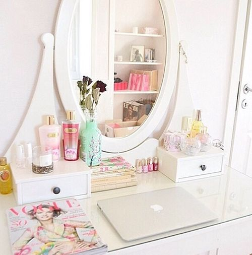 love that.. #bedroom #romantic #dreamy #white #pink #makeup