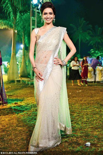 Tall beauty Karishma Tanna looked stuuning in saree at the wedding party of Vivian Dsena and Vahbbiz Dorabjee.