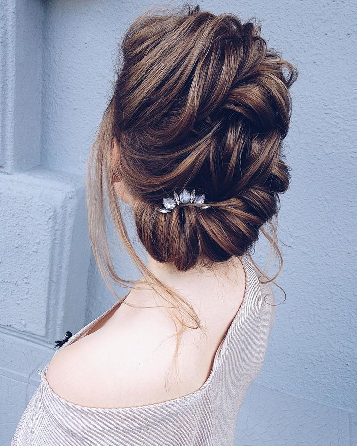 Twisted updo hairstyle inspiration | wedding updo hair with hair accessories #bridalhair #updo #weddinghairstyle #hairstyles #updohairstyles #weddinghairinspiration