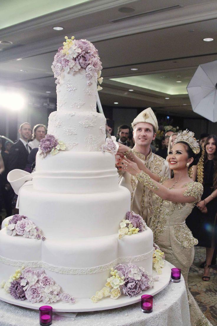 Riau wedding at Shangri-La Hotel Jakarta - www.thebridedept.com