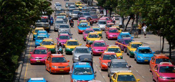 Эксперты составили цветовой рейтинг самых продаваемых авто в России http://actualnews.org/exclusive/174216-eksperty-sostavili-cvetovoy-reyting-samyh-prodavaemyh-avto-v-rossii.html  Эксперты портала LIFE провели исследование и составили цветовой рейтинг наиболее продаваемых авто на рынке России. Оказалось, что больше всего внимание россиян привлекают транспортные средства белого цвета.