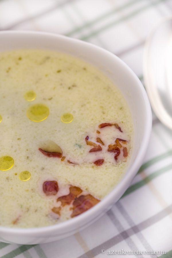 Kovászos uborka krémleves - megszórhatjuk pirított bacon-nel