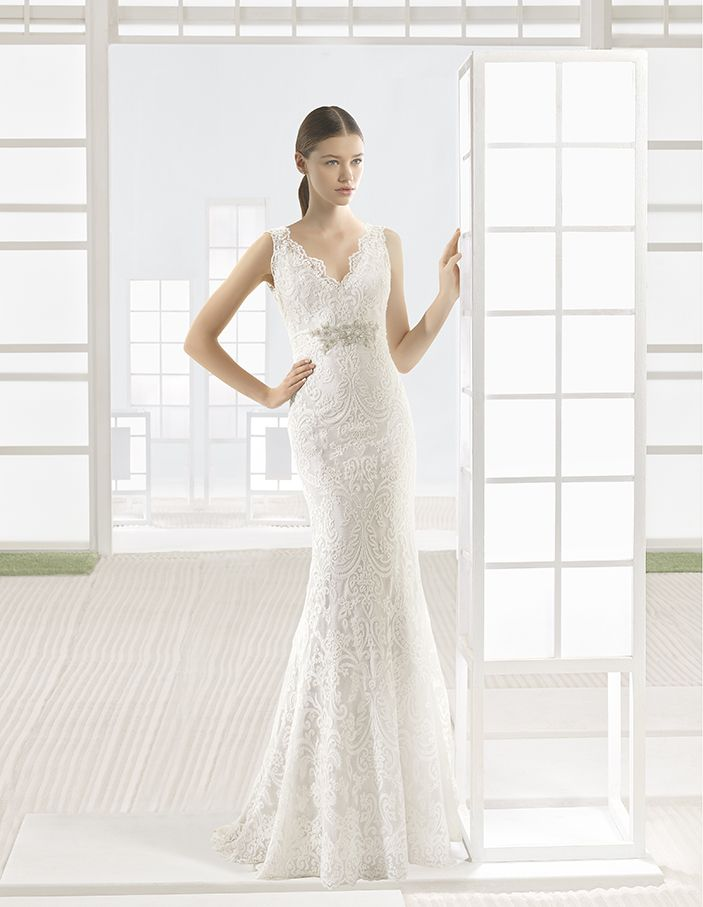 Vigo - Dress and lace overlay with V-neckline and V-back, in champagne.