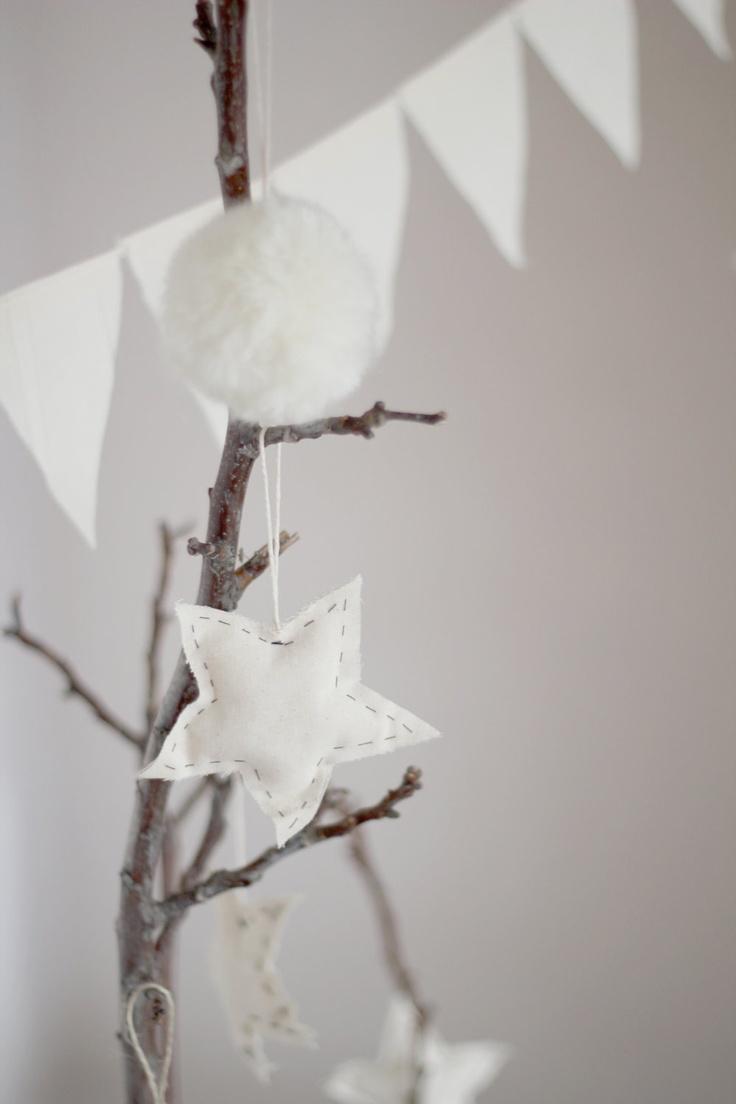 White stars ornaments. €6.00, via Etsy.