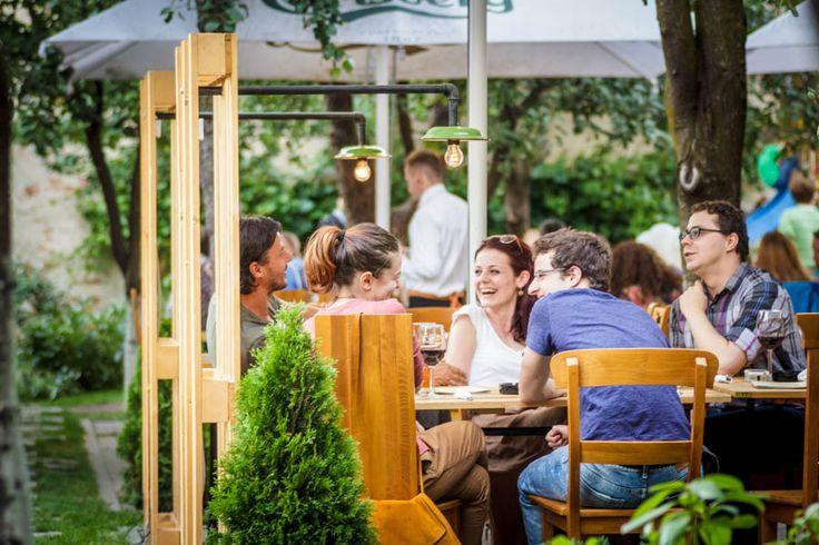 Momente magice în grădină la Livada! Vă aşteptăm alături de cei dragi!