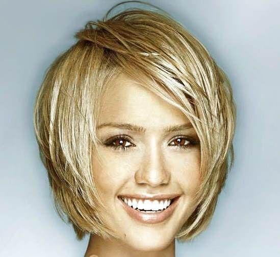 Zlatno plava bob frizura