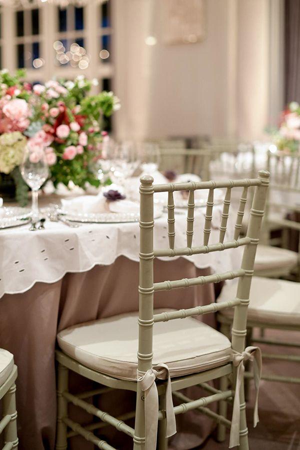 CZConnection no hotel Palácio Tangará - inspiração de decoração de casamento clássico - arranjos de flores em rosa e marsala, mesas com toalhas e cadeiras TIffany em verde celadon. ( Decoração: Fábio Borgatto e Telma Hayashi | Fotos: Rejane Wolff )