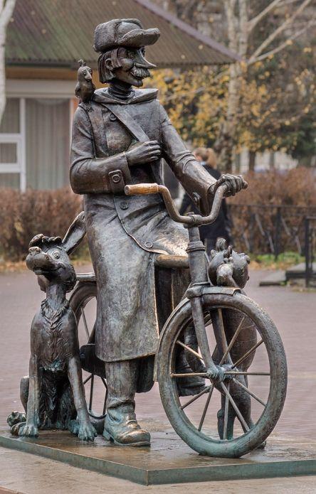 Monument to Postman Pechkin near post office in Lukhovitsy. Russia.