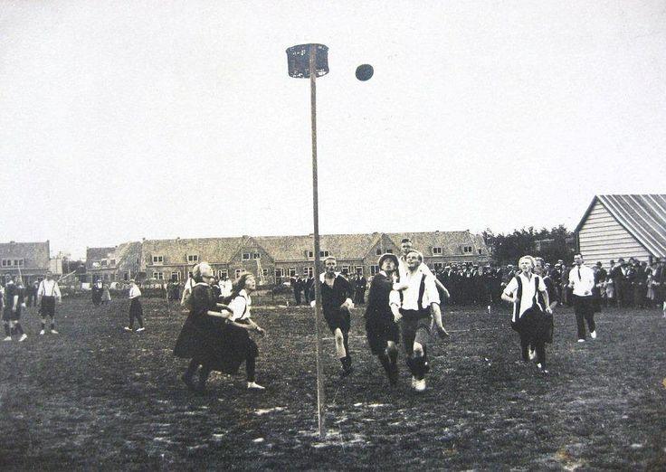 23 september 1921 Kampioenschap van Friesland tussen Friso en Wordt Kwiek op één van de Leeuwarder sportvelden. Friso won met 4-3.