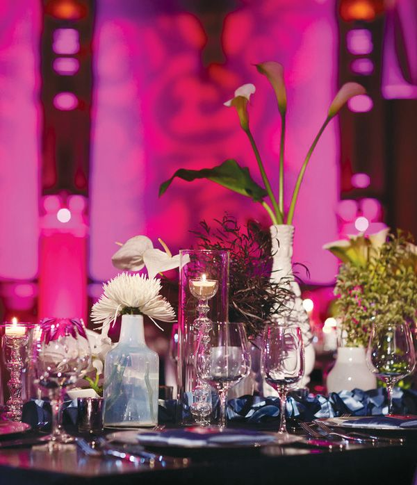 Fuchsia, Silver, & Navy Blue Wedding Table S etting