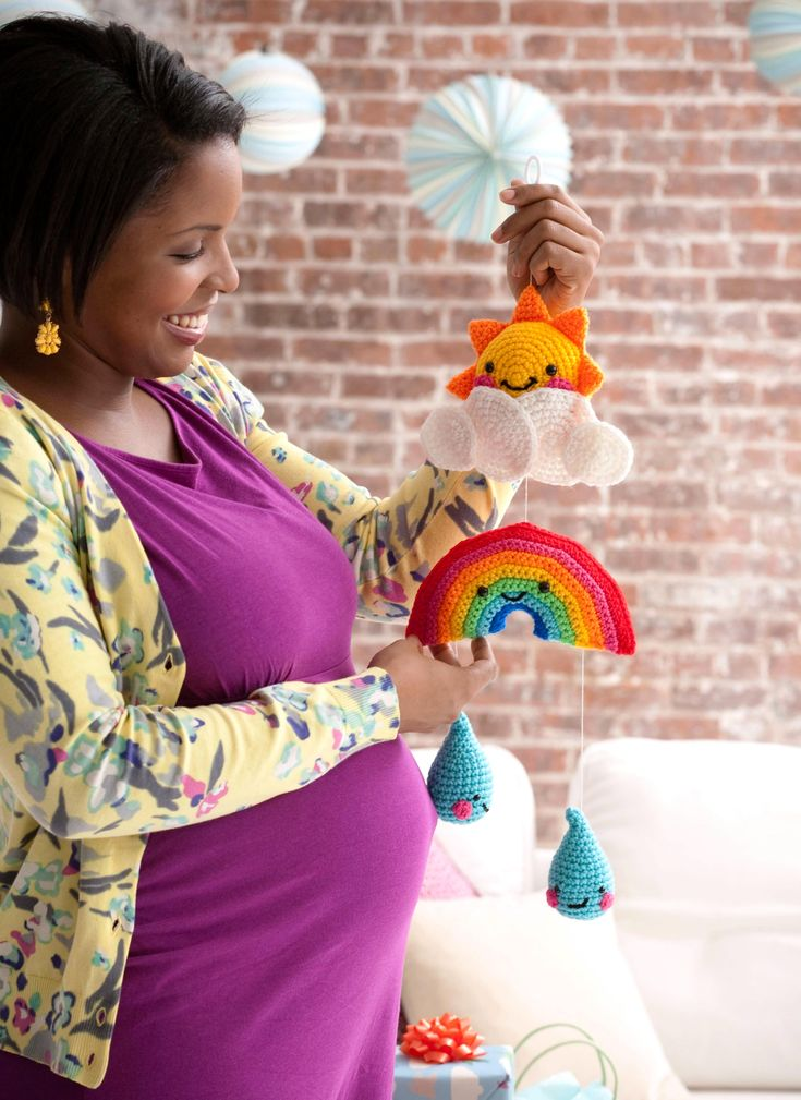 Gratis haakpatroon mobile voor de babykamer - Hobby Free pattern baby mobile