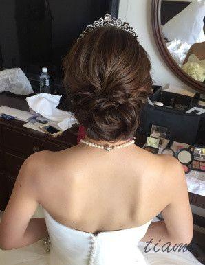 シニヨンからふわふわサイドダウンへ♡可愛い花嫁さまのホテル婚 の画像|大人可愛いブライダルヘアメイク 『tiamo』 の結婚カタログ