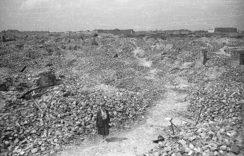 Warszawa, czerwiec 1948. Ruiny na terenie dawnego getta.