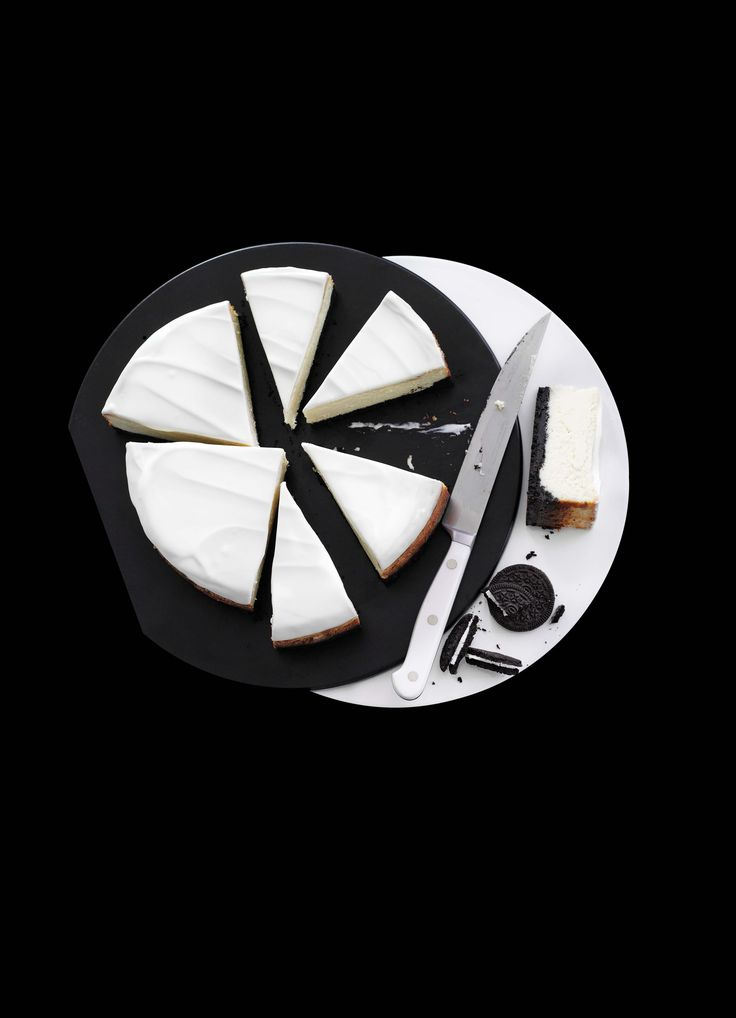 Black and white Oreo cheesecake. Replacing the usual digestive base with Oreo™ cookies and adding white chocolate to the filling gives this cheesecake a stylish New York bakery-style finish.