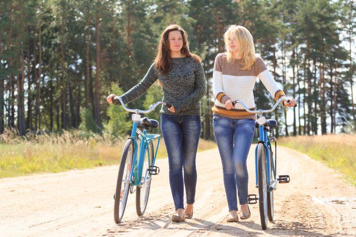 Heb je eindelijk die superfijne jeans gevonden, dan wil je natuurlijk wel dat-ie nog járen meegaat. Helaas is wassen voor je jeans eigenlijk funest. Door de wasmachine gaat je mooie wassing eruit en wasverzachter kan er zelfs voor zorgen dat de rek uit je jeans gaat. Met deze tips blijft jouw spijkerbroek in topconditie! Donkere jeans Heb…