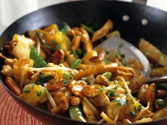 Leichtes Hähnchen-Pfanne süß-sauer mit Ananas und Gemüse Rezept | EAT SMARTER