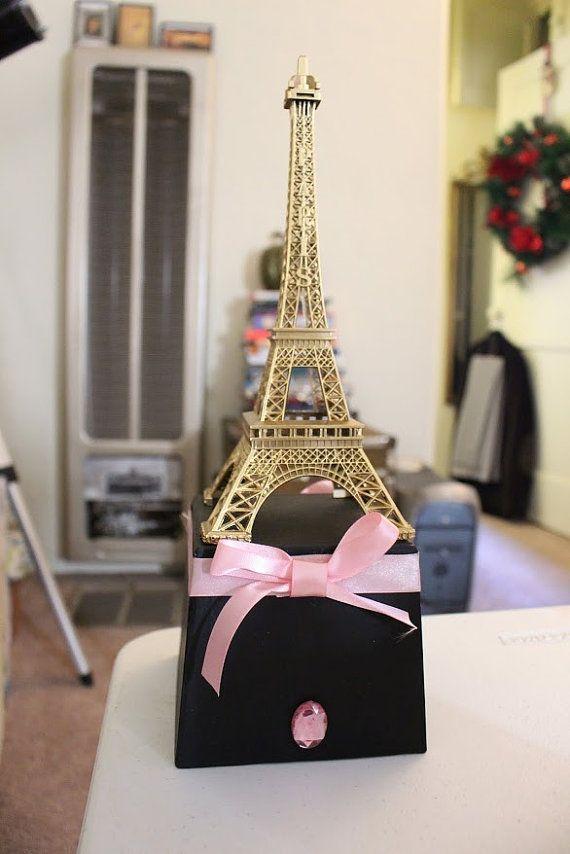 Pieza central de la Torre Eiffel de París por craftyvintagelife                                                                                                                                                     Más