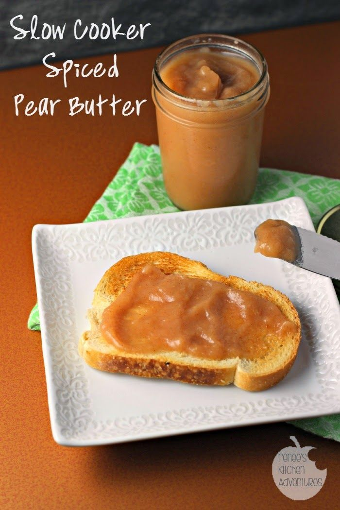 Slow Cooker Spiced Pear Butter: Sweet pears mingle with Autumn spices to make this lovely pear butter! #pears #slowcooker