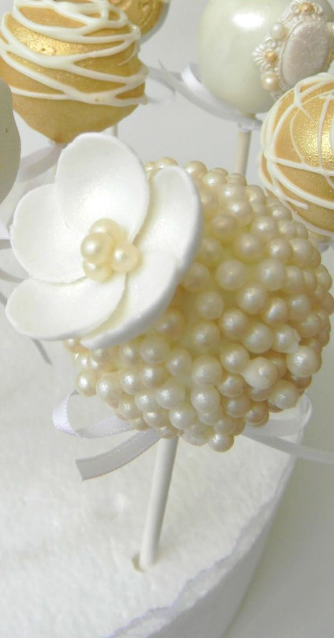 Beautiful brooch and pearl inspired cake pops- bridal shower!!!