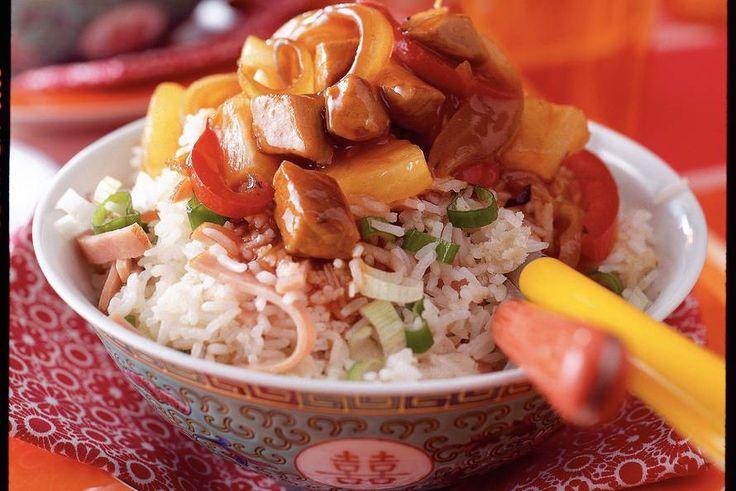 Kijk wat een lekker recept ik heb gevonden op Allerhande! Gebakken rijst met zoetzuur varkensvlees