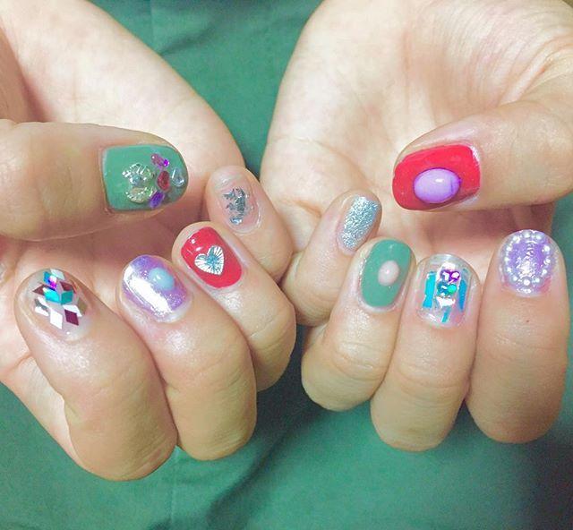 上海蟹食べたいの爪 🦀🦀🦀🦀🦀🦀 親指に蟹飼っている🦀🌿🍒💿 欠けてきてツライ #ネイル #セルフネイル